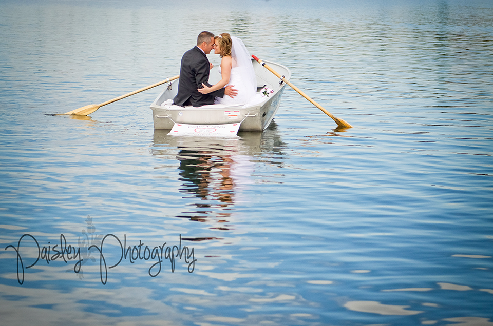 calgary wedding photography mackenzie lake row boat wedding