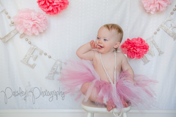 Kaeleigh Turns 1 – Calgary Cake Smash Photographer