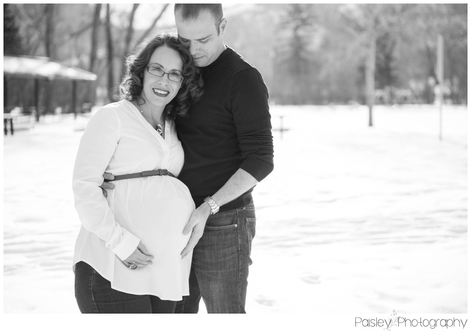 Calgary Maternity Photography, Maternity Photographer, Calgary Maternity, Maternity Photos, Maternity Photographer, Eworthy Park Maternity Photos, Edworthy park, Calgary winter Maternity, Winter Maternity Photography Calgary