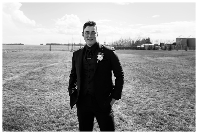 Groom Photos - Willow Lane Barn