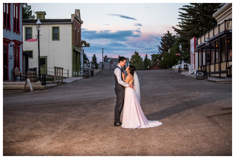 Calgary Heritage Park Wedding - Calgary Wedding Photographes