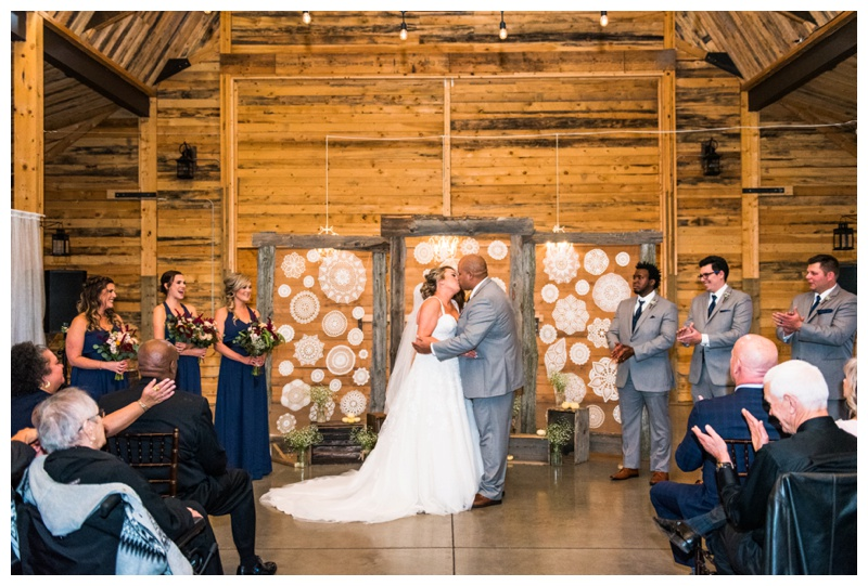 First Kiss Photography - Willow Lane Barn