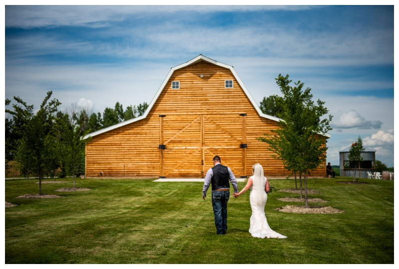 Alberta Barn Wedding - Willow Lane Barn