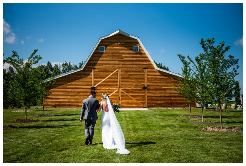 Willow Lane Barn - Calgary Alberta Wedding Photographer
