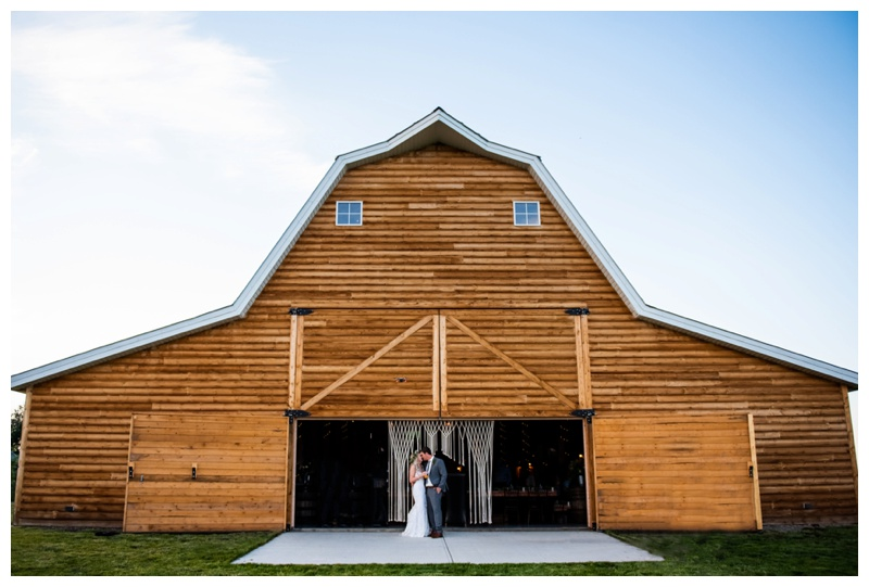 Willow Lane Barn Olds Alberta- Calgary Alberta Wedding Photographers